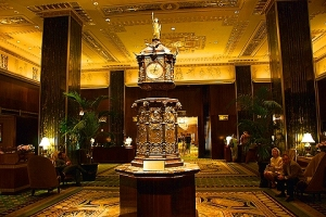 ny_waldorf_astoria_lobby_and_clock_8_856
